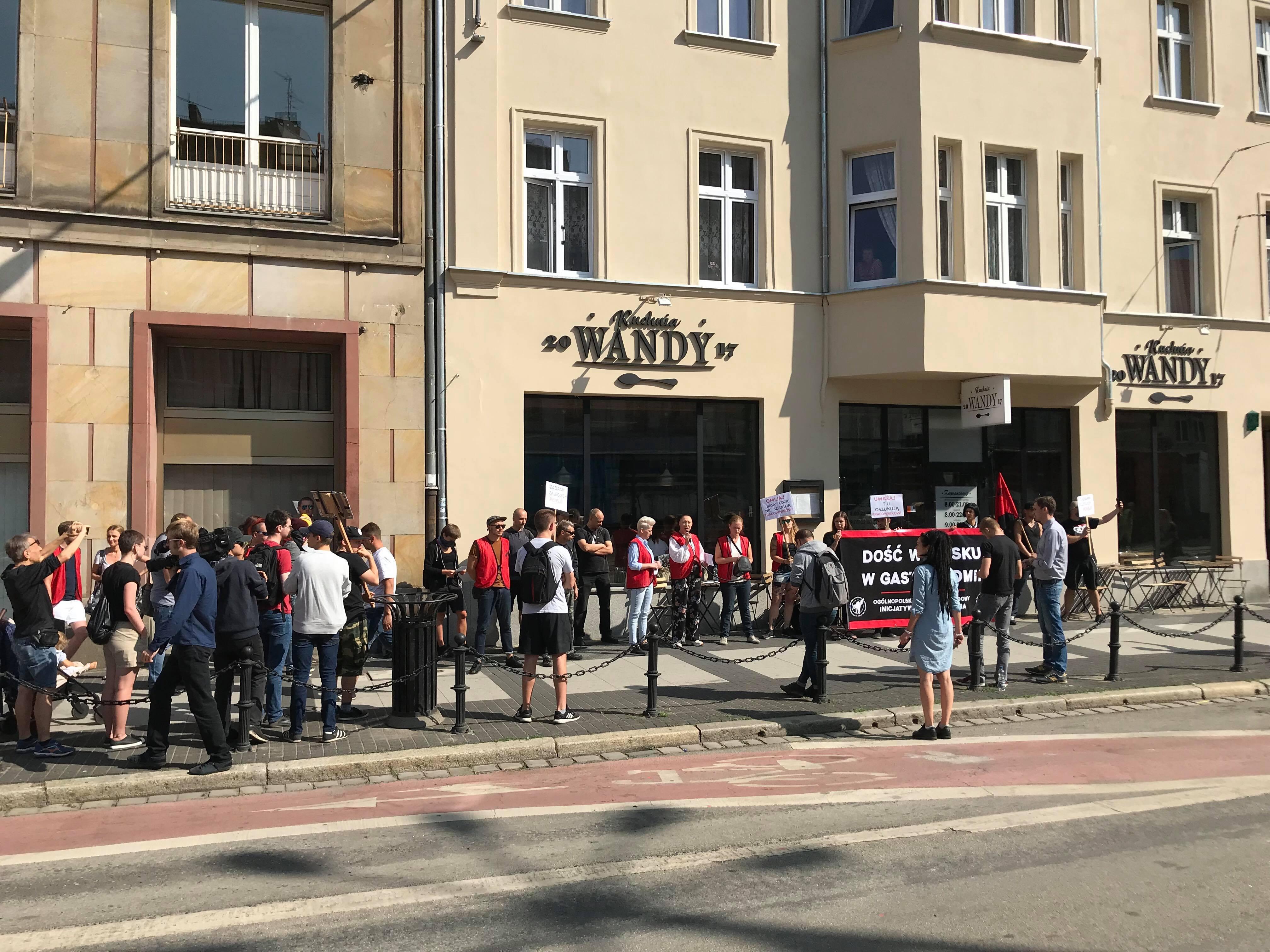 Protest Bylych Pracownikow Pod Restauracja Kuchnia Wandy Domagaja